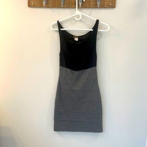 Fitted jersey material dress, with lace detail